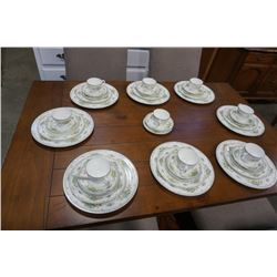 WEDGEWOOD PETERSHAM 8 PLACE SETTING - CHINA PLATES, CUPS, SAUCERS