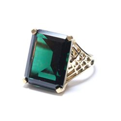 Lady's Vintage 10K Yellow Gold Deep Green Stone Ring - Size 7.  Total weight of 5.75 grams.
