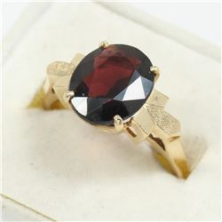 Lady's 14K Yellow Gold Garnet Ring - Size 8. Total weight of 4.51 grams.