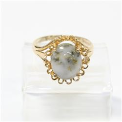 Vintage 10K Yellow Gold Jadite Ring - Size 6.  Total weight of 2.81 grams.