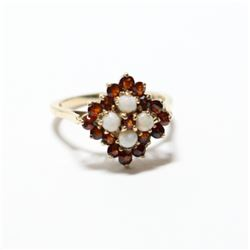 Vintage 9K (375) Yellow Gold Garnet & Opal Ring  Size 6 1/2.  Total weight of 3.01 grams.
