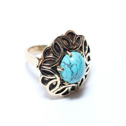 Vintage Lady's 10K Yellow Gold Turquoise Statement Ring - Size 6 1/2.  Total weight of 9.81 grams.