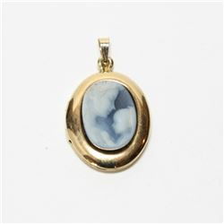 10K Yellow Gold Mother & Baby Cameo Locket.  Locket measures just over 1' in length.  Total weight o