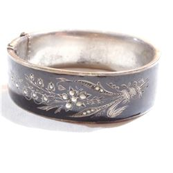 Lady's Vintage 800 Silver Etched Floral Cuff bracelet with seed pearl & Black Stone inlay.  Bracelet