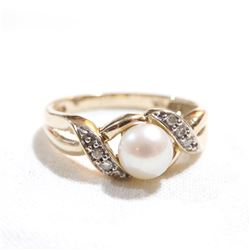 Lady's 10K Yellow Gold Pearl & Diamond Set Ring - Size 6.5.  Total weight of 2.5 grams.