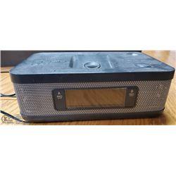 MEMOREX  TABLE CLOCK / AM / FM / ALARM RADIO