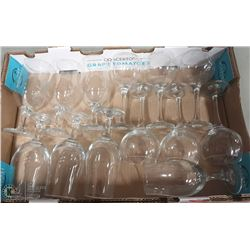 LARGE FLAT WITH 13 CRYSTAL GLASSES - 1 SET