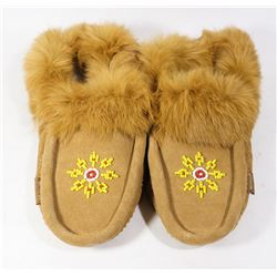 LADIES MOCCASINS SIZE 8