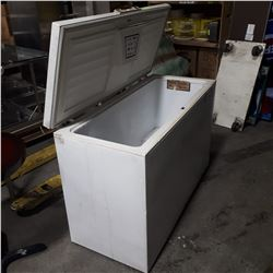 WOODS 4' CHEST FREEZER * AS IS