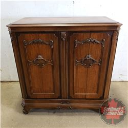 """Vintage Radio/Phonograph : Westinghouse Model 886X in Lovely Décor Cabinet (50""""H x 48""""W x 25""""D)"""