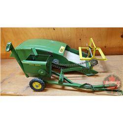 """Farm Toy 1/16"""" : John Deere """"Beetle Back"""" Combine"""