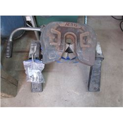 Reese R16 Fith Wheel Hitch with Pins but No Rails