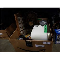BOX OF VINTAGE COLLECTABLES AND RADIO