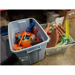 2 TOTES OF HOTWHEELS TRACK AND TOY CAR PLAY SET