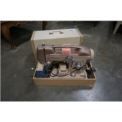 WHITE 764 SEWING MACHINE TESTED AND WORKING WITH CASE