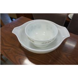 2 pyrex bowls and other bowl