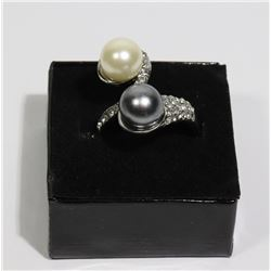 NEW WOMAN'S DESIGNER RING W/ CULTURED PEARLS
