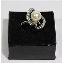 NEW WOMAN'S DESIGNER RING W/WHITE CULTURED PEARL