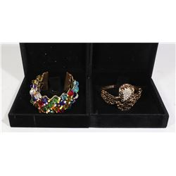 LOT OF TWO BRACELETS IN DISPLAYS