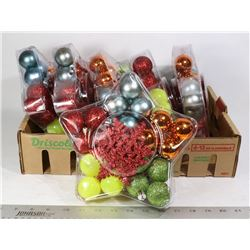 FLAT OF ASSORTED CHRISTMAS TREE BALLS AND