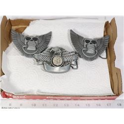 FLAT WITH 3 WINGED BELT BUCKLES