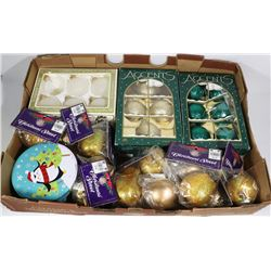FLAT OF ASSORTED CHRISTMAS ORNAMENTS - ESTATE