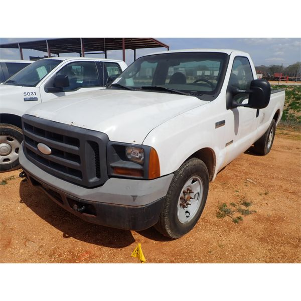 2005 FORD F250 XL Pickup Truck