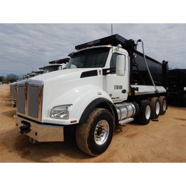 2018 KENWORTH T880 Dump Truck