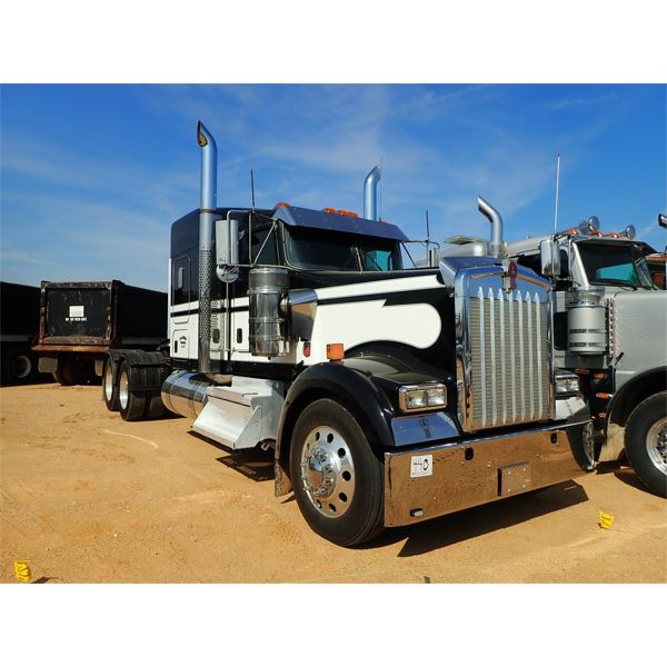 2020 KENWORTH W900L Sleeper Truck
