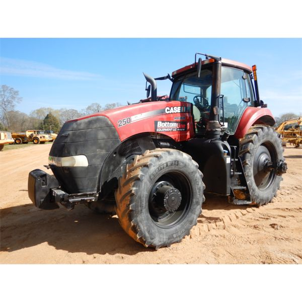 2014 CASE MAGNUM 250 Farm Tractor
