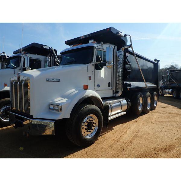 2020 KENWORTH T800 Dump Truck