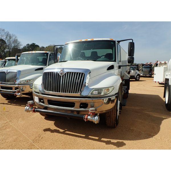 2003 INTERNATIONAL 4300 Water Truck