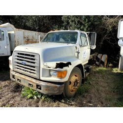 1995 FORD F800 Cab and Chassis Truck