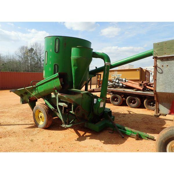 JOHN DEERE 400 portable grain mixer, bumper pull, PTO driven