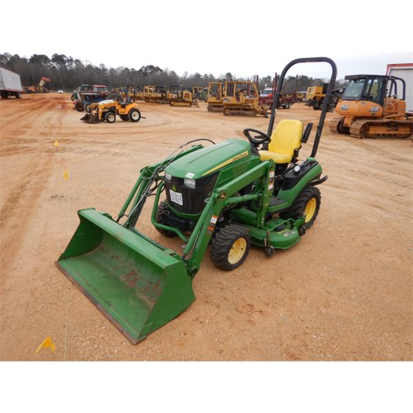 2014 JOHN DEERE 1025R Farm Tractor