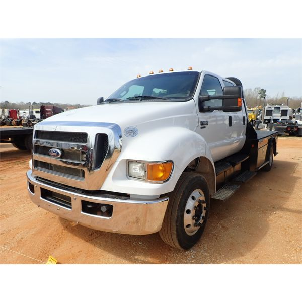 2011 FORD F650 Flatbed Truck