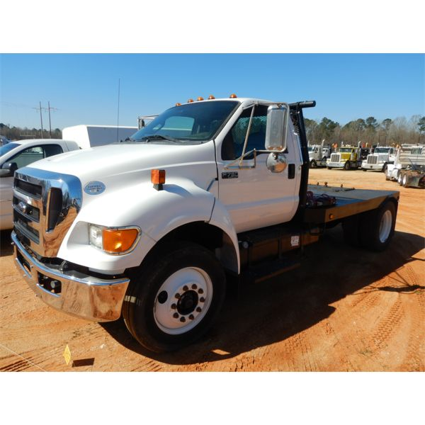 2011 FORD F750 Flatbed Truck
