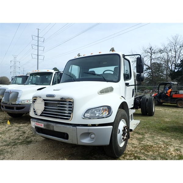 2005 FREIGHTLINER M2 Cab and Chassis Truck