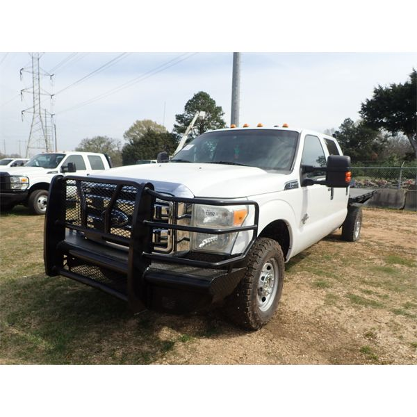 2011 FORD F350 Flatbed Truck
