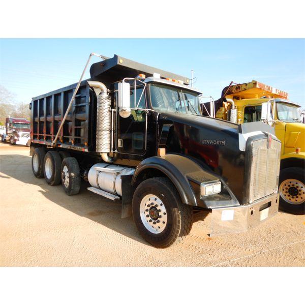 2001 KENWORTH T800 Dump Truck