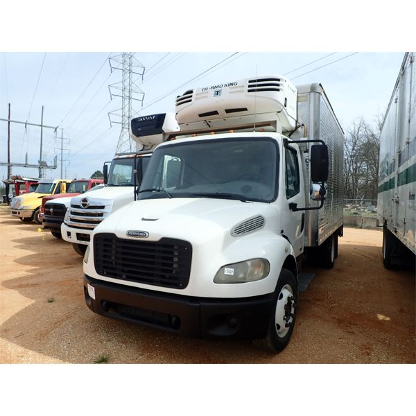 2004 FREIGHTLINER M2 Reefer / Refrigerated Truck