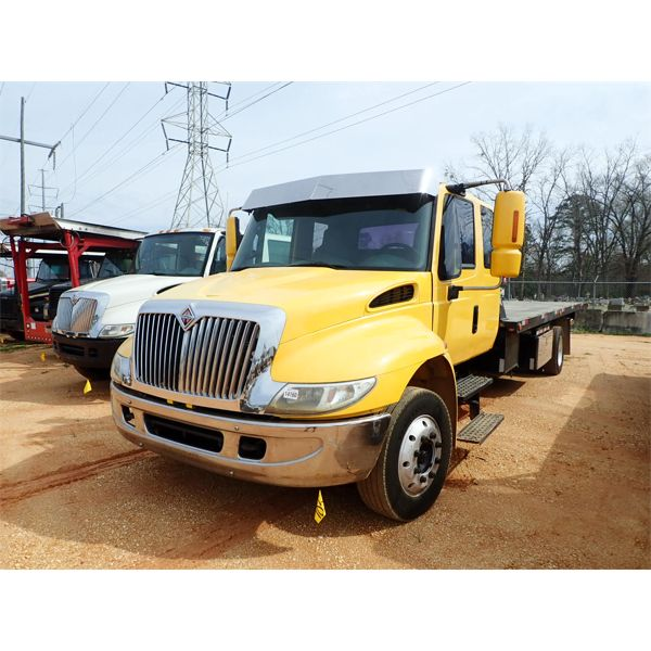2002 INTERNATIONAL 4300 Rollback Truck