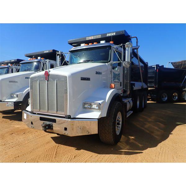 2018 KENWORTH T800 Dump Truck