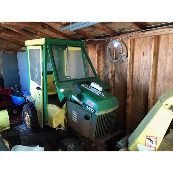 JOHN DEERE 420 Farm Tractor