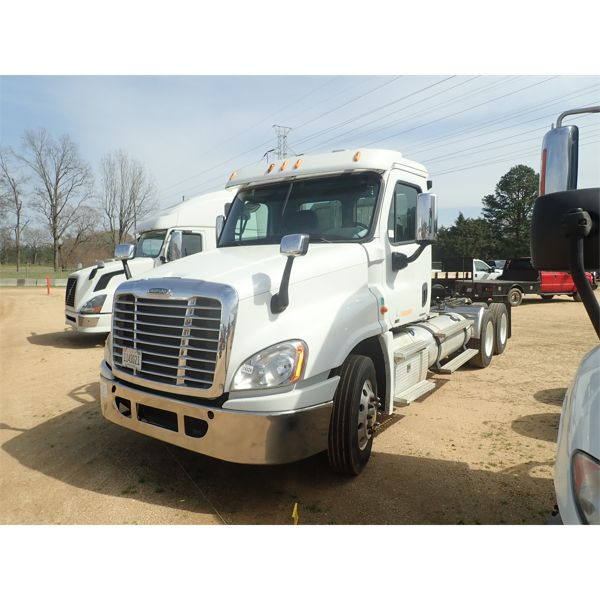 2011 FREIGHTLINER CASCADIA 125 Day Cab Truck