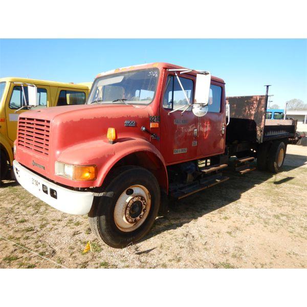 2001 INTERNATIONAL 4400 Flatbed Truck