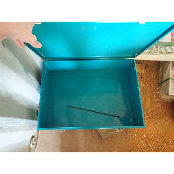 """19.7"""" x 27.6"""" flatpack tool box (in container)"""