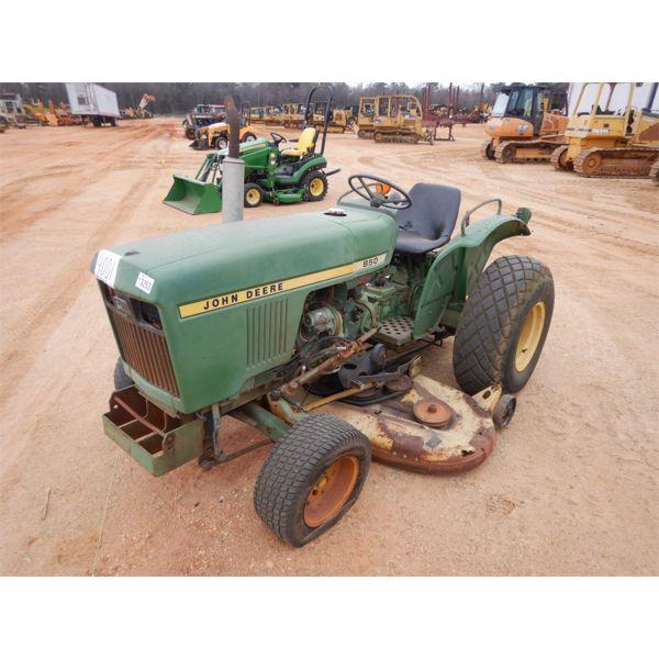 JOHN DEERE 850 Farm Tractor