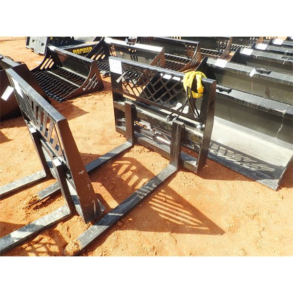 Fork assy w/hyd sliding forks, fits skid steer loader