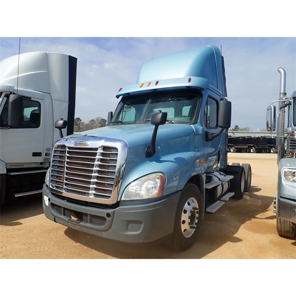 2013 FREIGHTLINER  Day Cab Truck